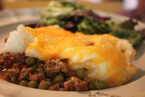 ... www.recipetips.com/recipe-cards/t--5668/ground-beef-shepherds-pie.asp